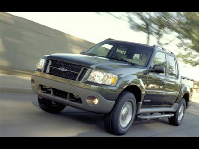 Junk 2004 Ford Explorer Sport Trac in North Hollywood