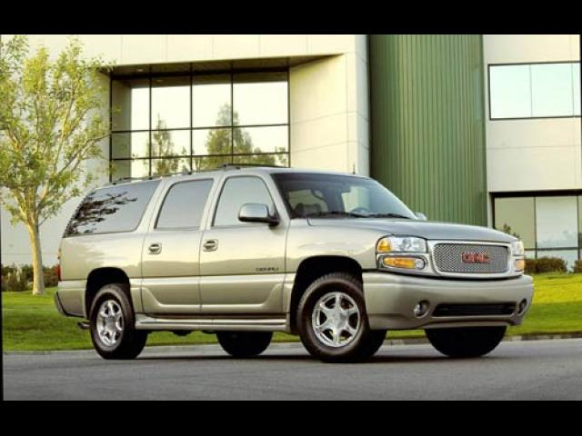 Junk 2004 GMC Yukon XL in Clinton