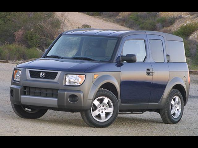 Junk 2004 Honda Element in Levittown