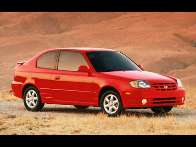 Junk 2004 Hyundai Accent in Orange