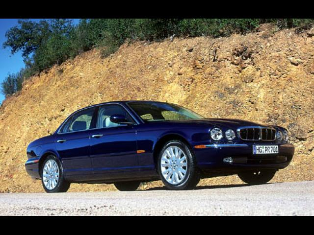 Junk 2004 Jaguar XJ8 in Woodland Hills
