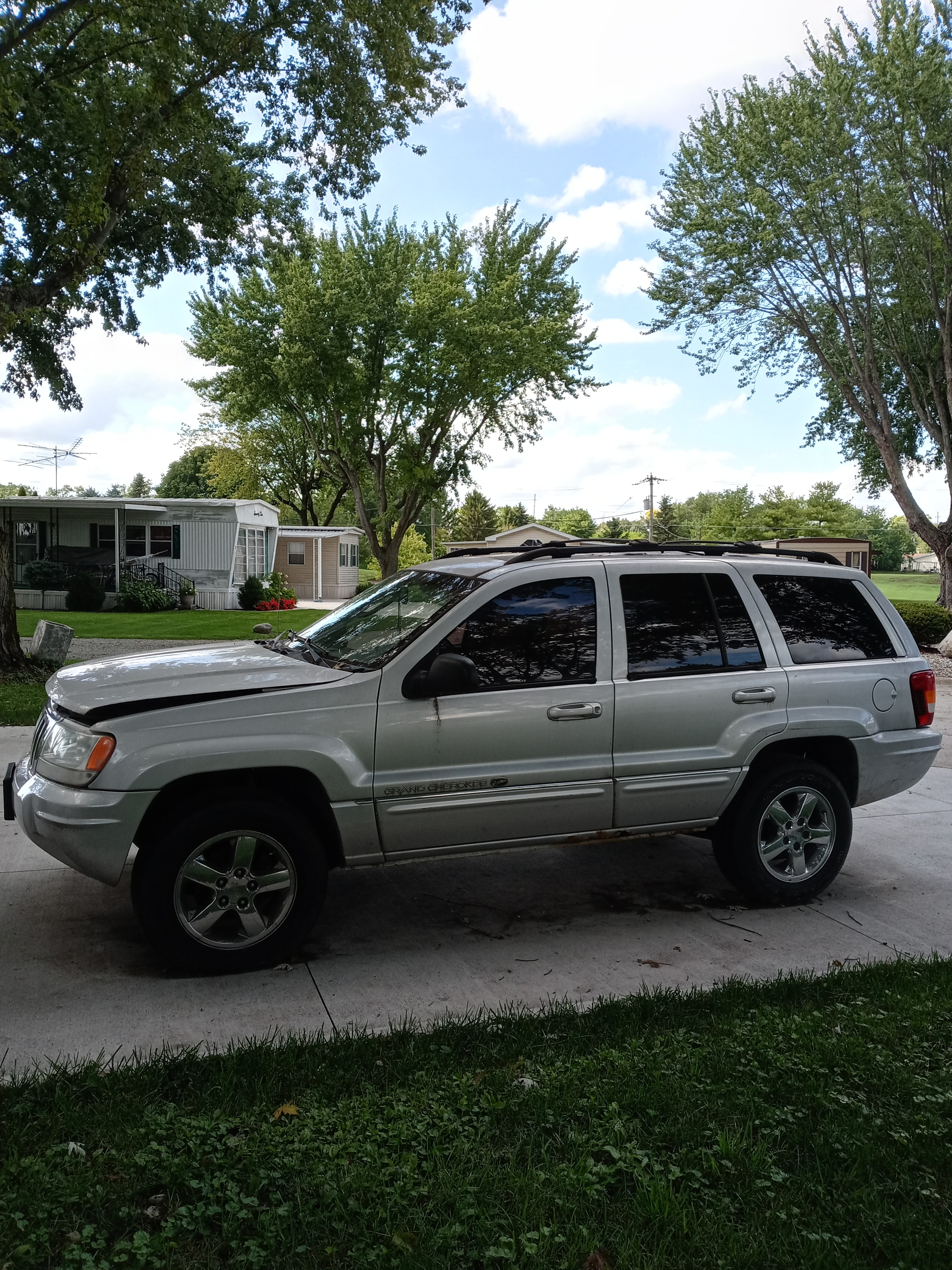 Junk 2004 Jeep Grand Cherokee in Anderson