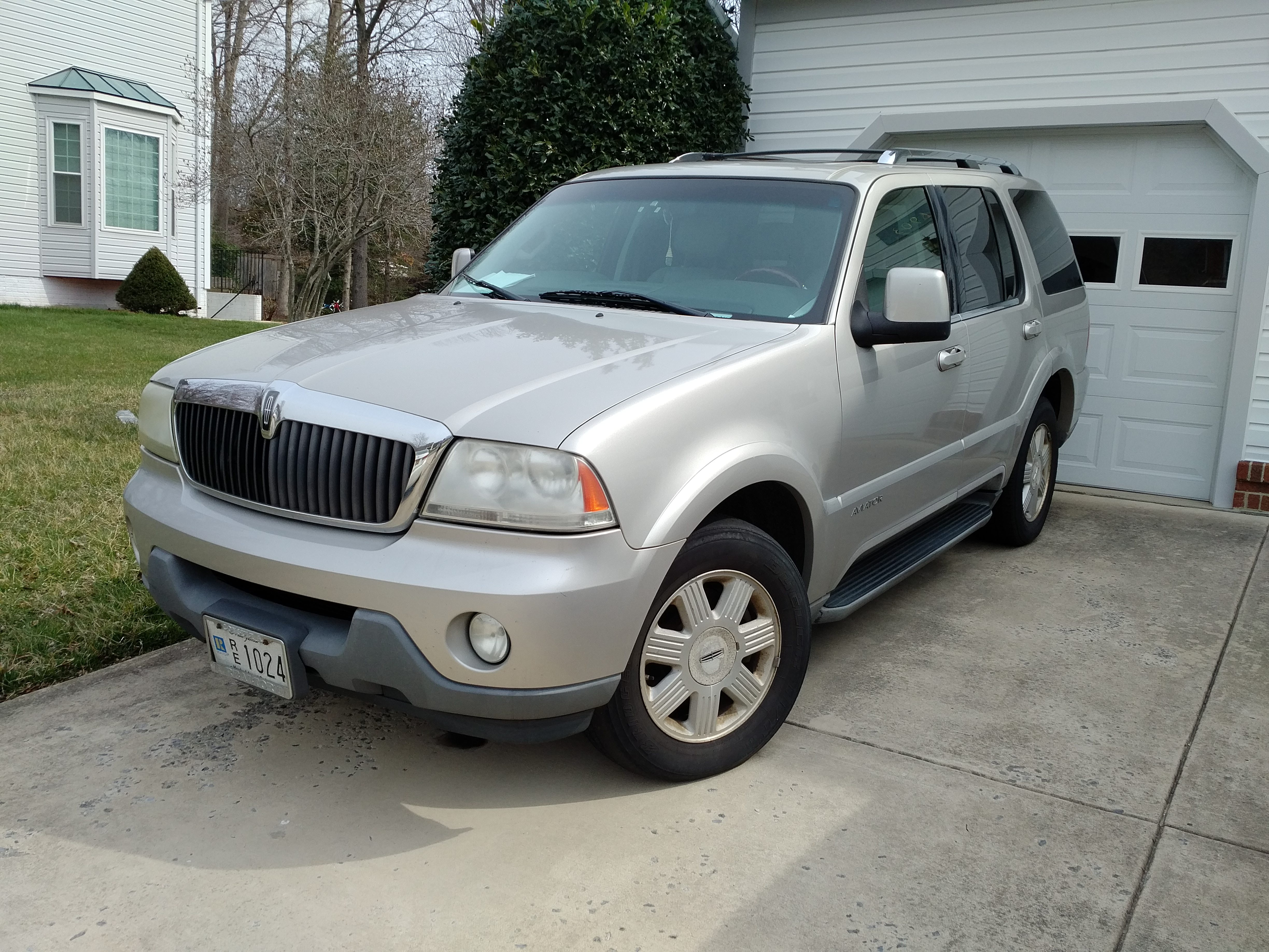 Junk 2004 Lincoln Aviator in Bowie