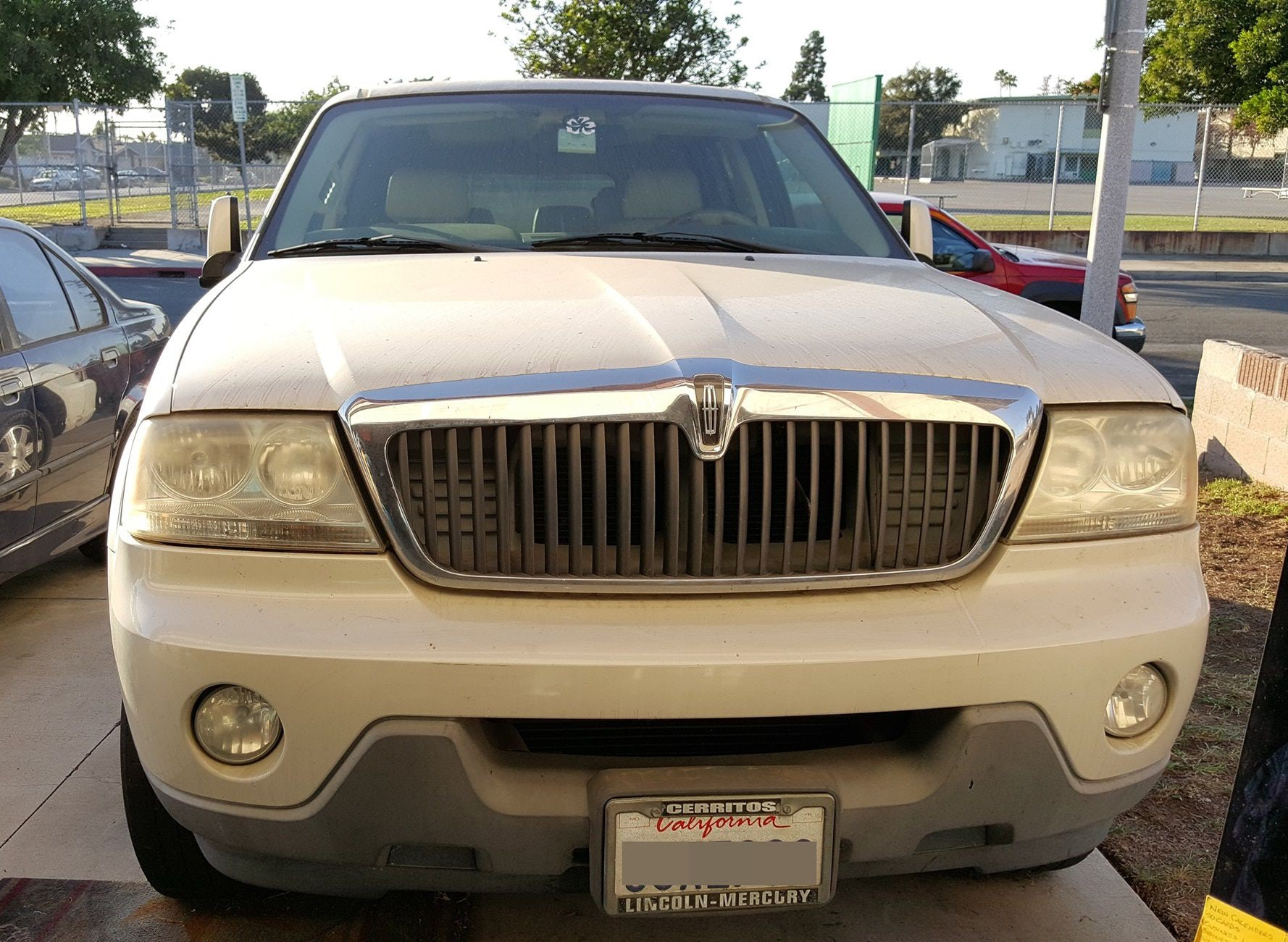 Junk 2004 Lincoln Aviator in Carson