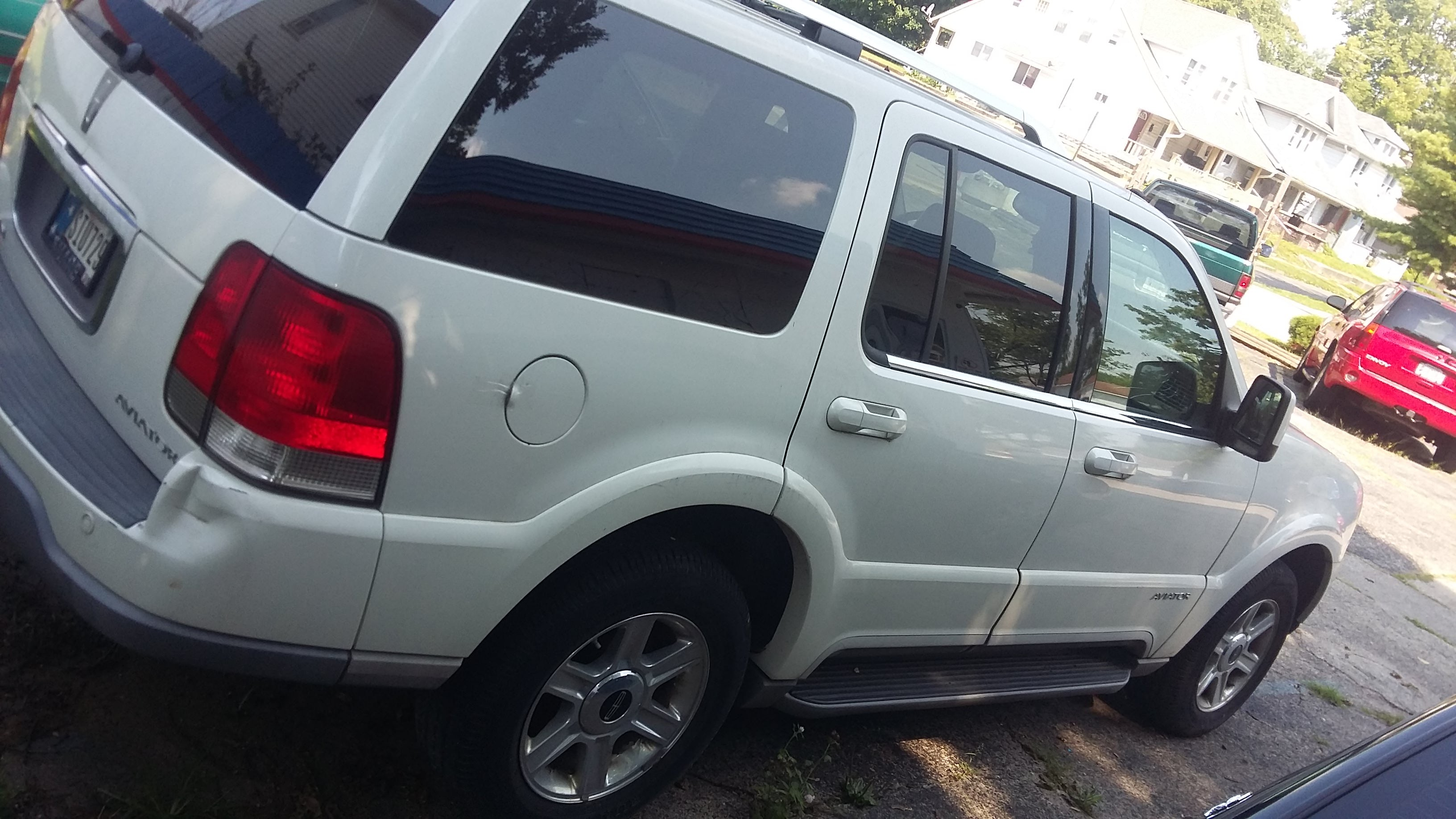 Junk 2004 Lincoln Aviator in Indianapolis