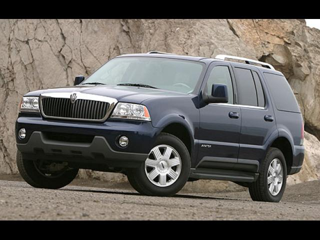 Junk 2004 Lincoln Aviator in North Las Vegas