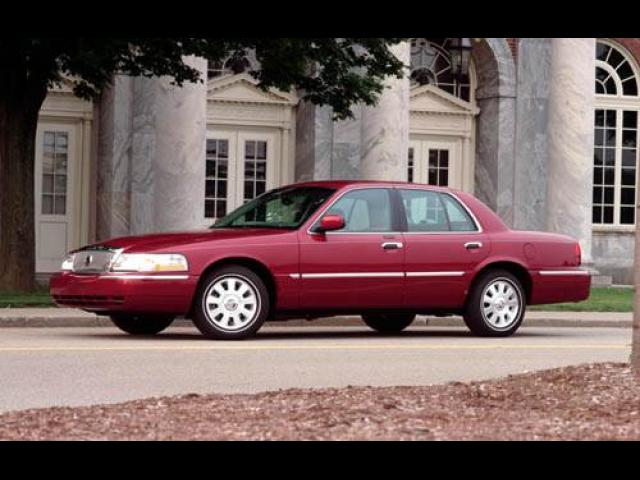 Junk 2004 Mercury Grand Marquis in Norton