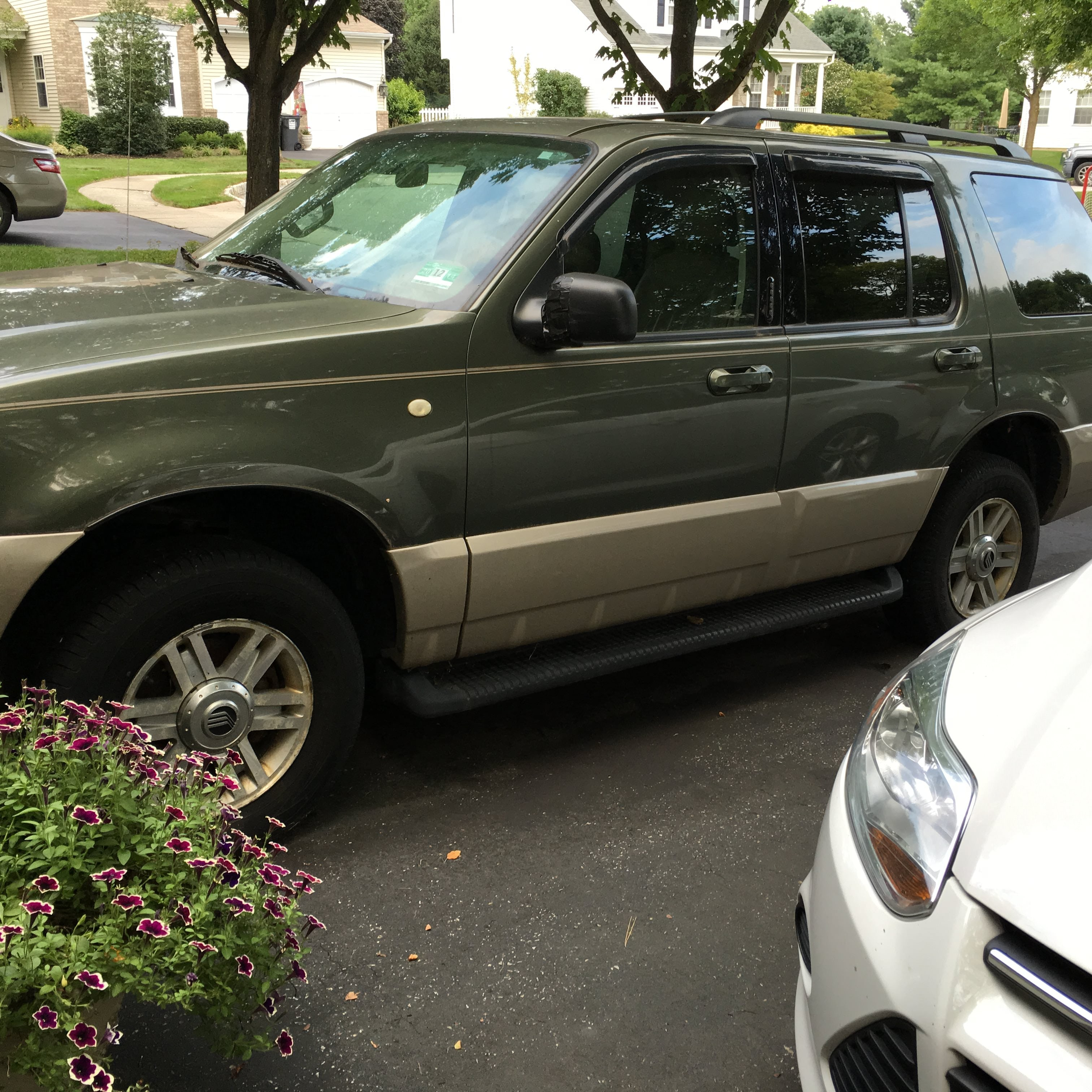 Junk 2004 Mercury Mountaineer in Asbury