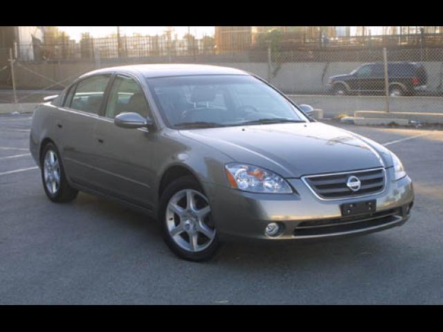 Junk 2004 Nissan Altima in Sewell