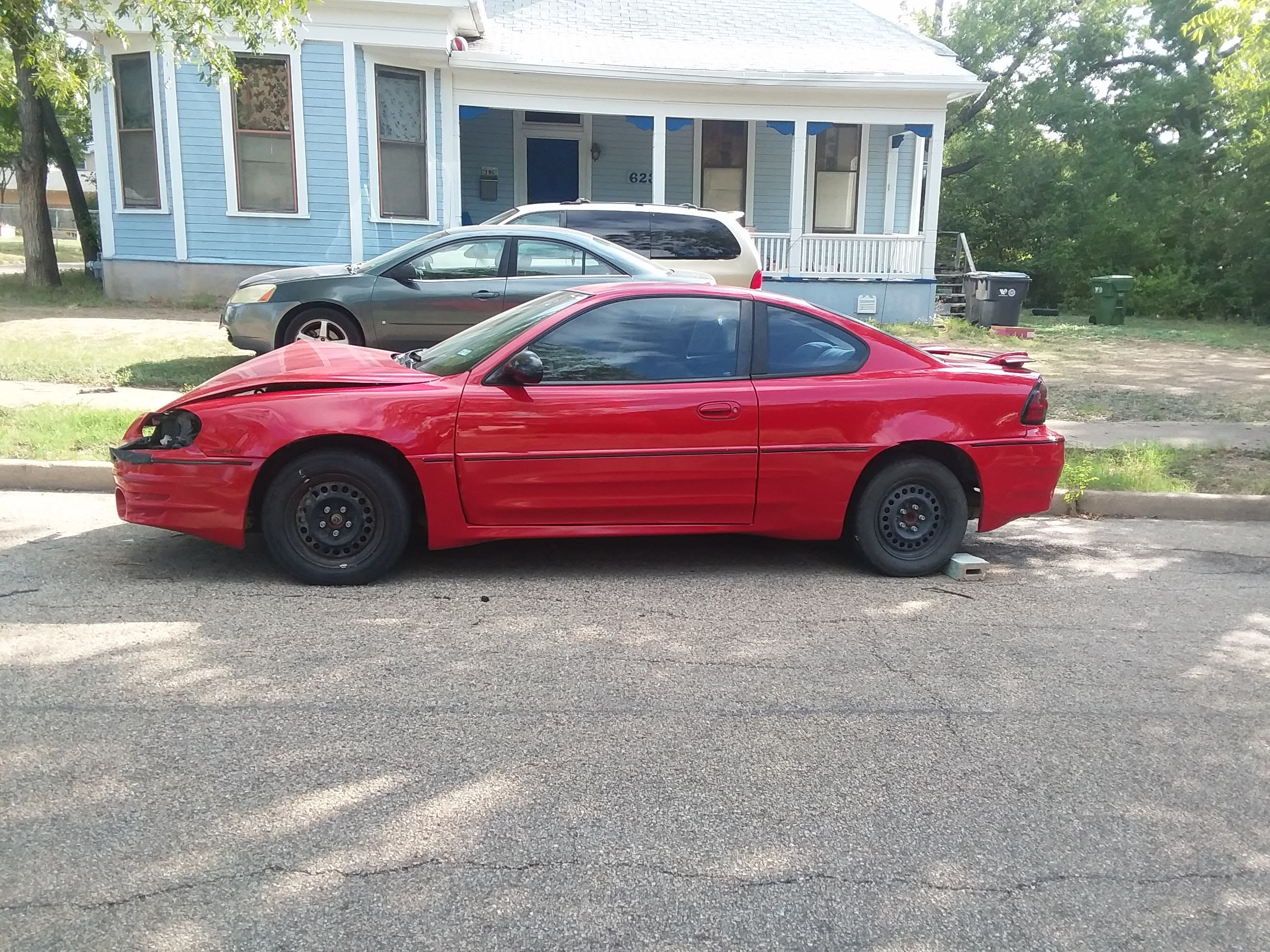 Junk 2004 Pontiac Grand Am in Waco