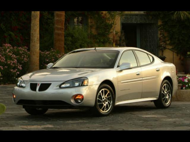 Junk 2004 Pontiac Grand Prix in Carol Stream