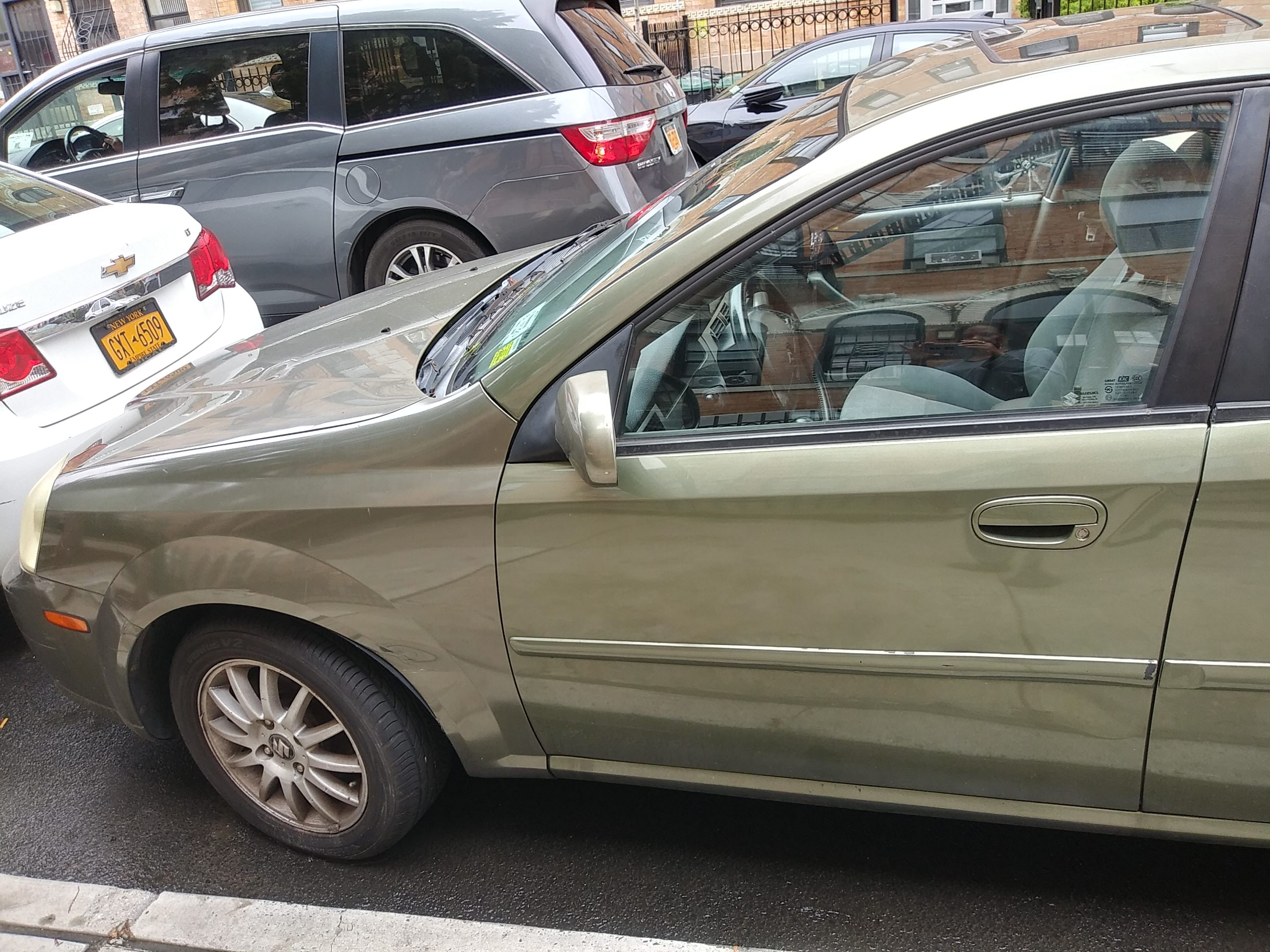 Junk 2004 Suzuki Forenza in Brooklyn