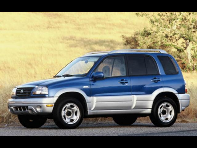 Junk 2004 Suzuki Grand Vitara in Barrington