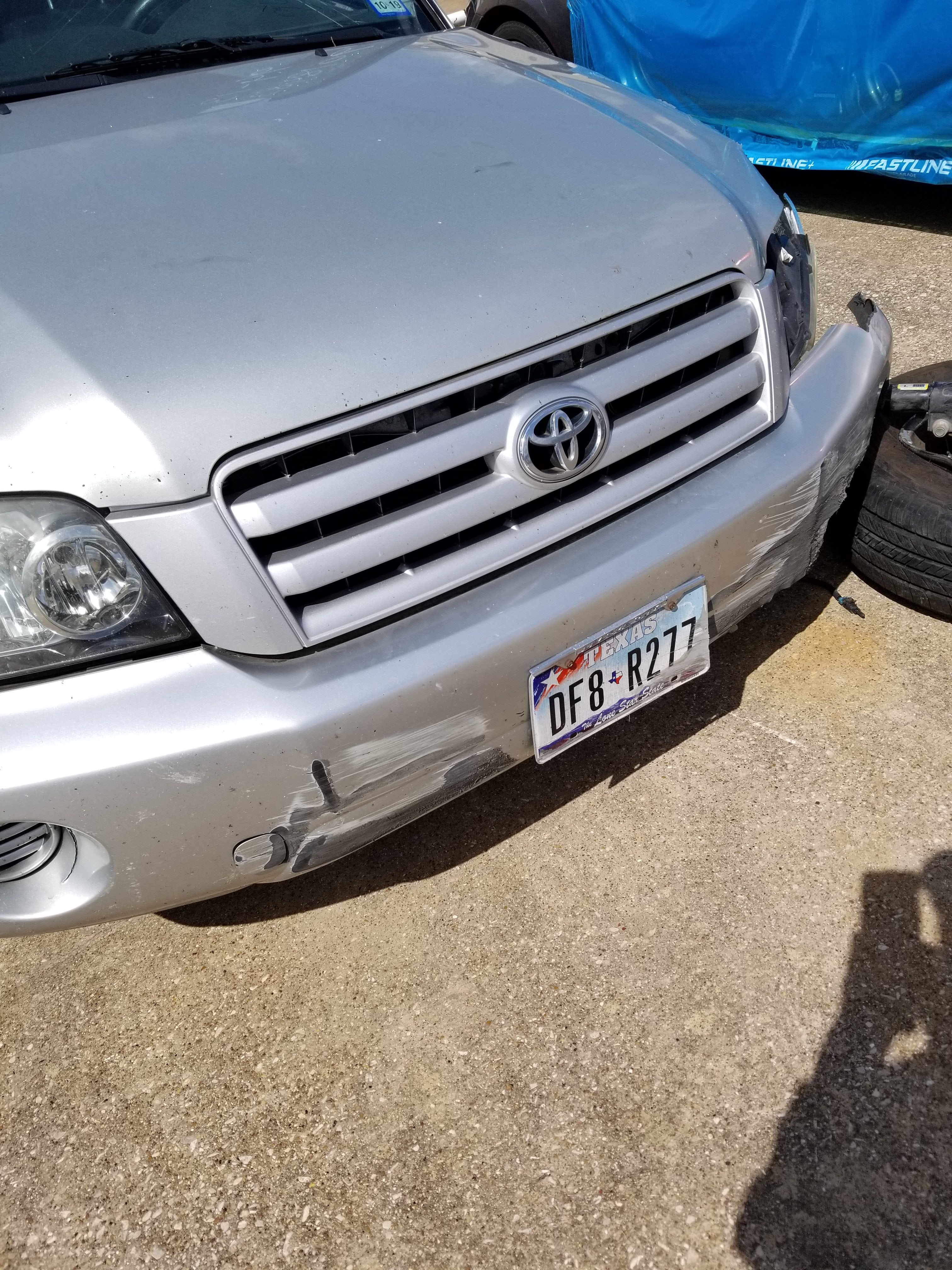 Junk 2004 Toyota Highlander in Dallas