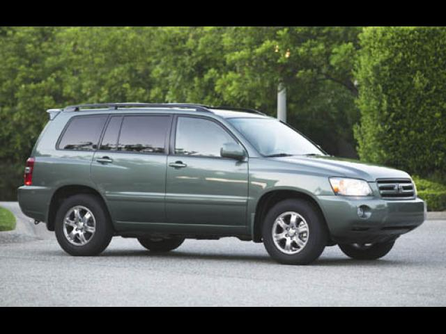 Junk 2004 Toyota Highlander in Mather