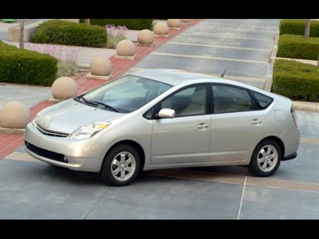 Junk 2004 Toyota Prius in Long Beach