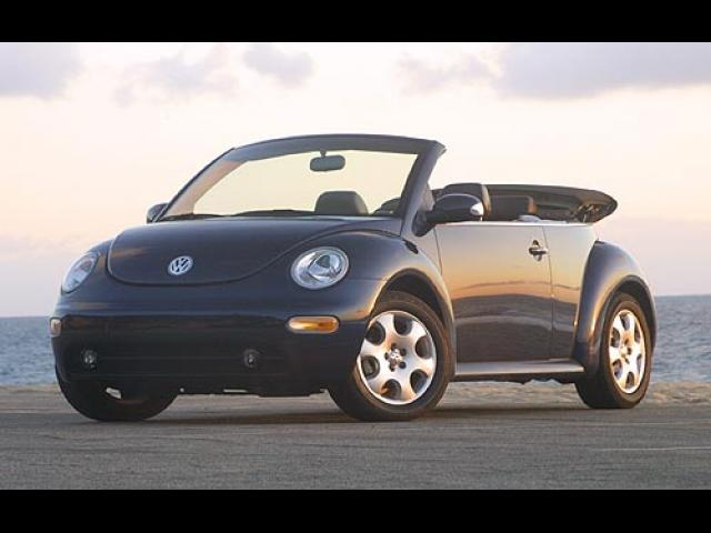 Junk 2004 Volkswagen New Beetle in La Mirada
