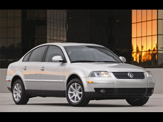 Junk 2004 Volkswagen Passat in Culver City
