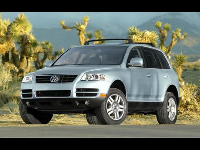 Junk 2004 Volkswagen Touareg in Bridgeport