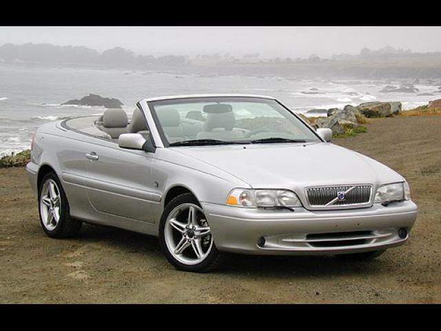 Junk 2004 Volvo C70 in Raleigh