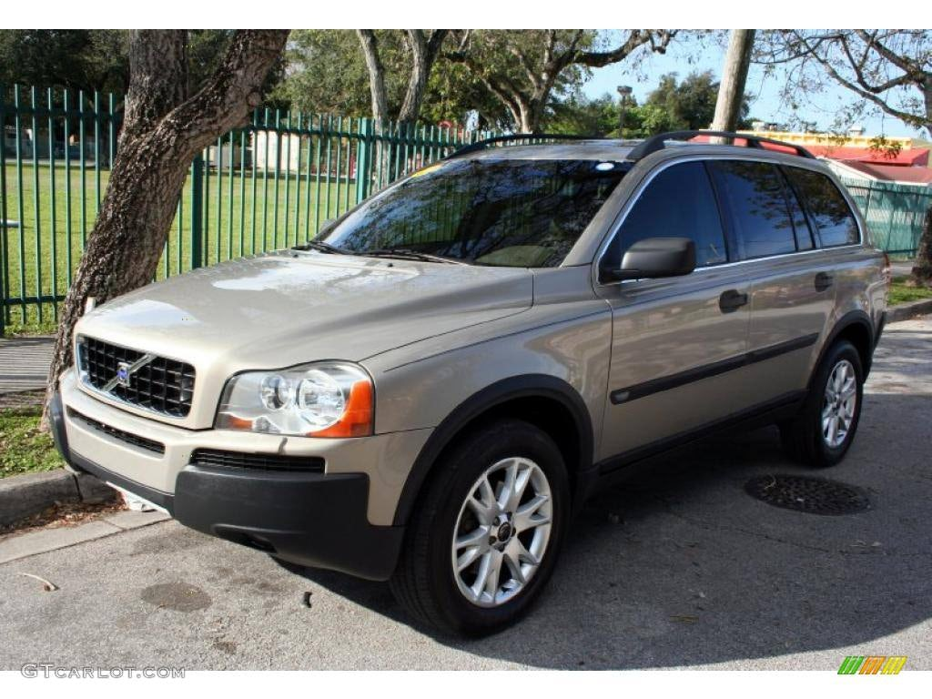 Junk 2004 Volvo XC90 in Royal Oak