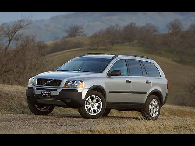 Junk 2004 Volvo XC90 in West Covina