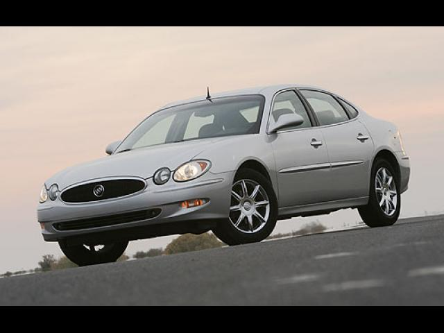 Junk 2005 Buick LaCrosse in Madera
