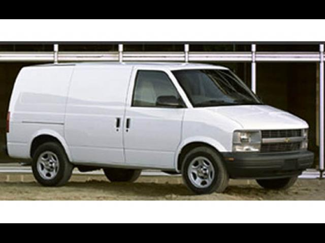 Junk 2005 Chevrolet Astro in Waukegan