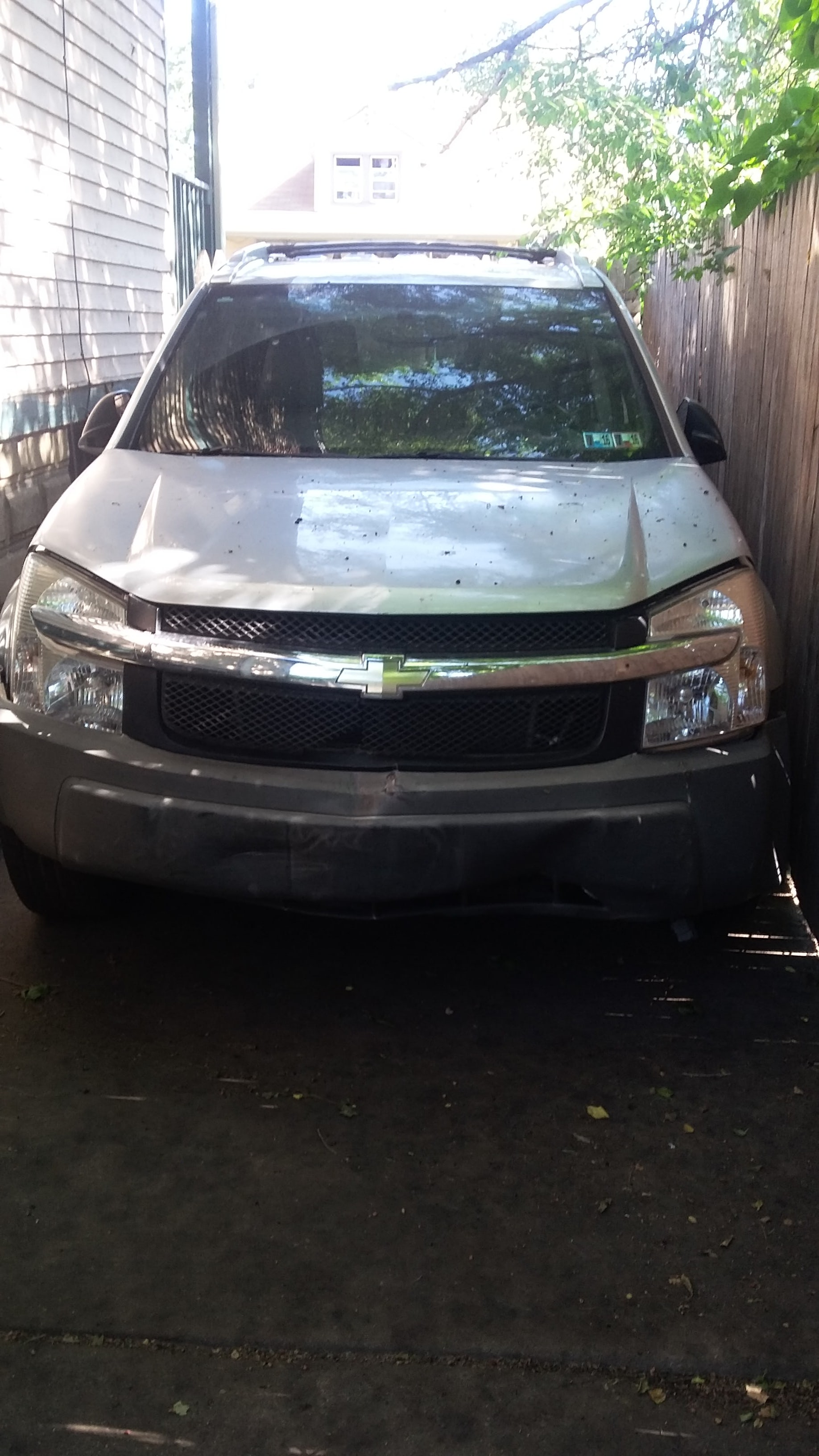 Junk 2005 Chevrolet Equinox in Ecorse