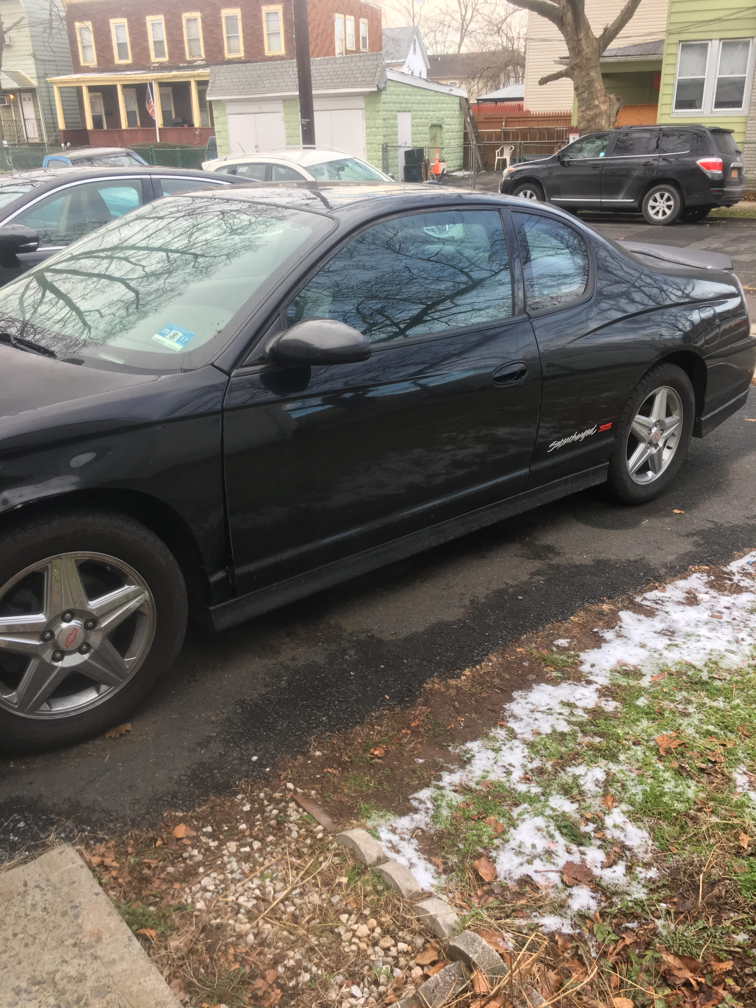 Junk 2005 Chevrolet Monte Carlo in Carteret