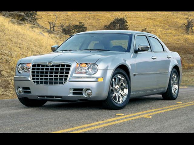 Junk 2005 Chrysler 300C in Canoga Park