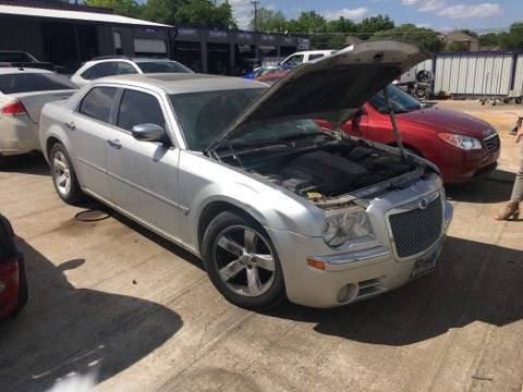 Junk 2005 Chrysler 300C in Fort Worth