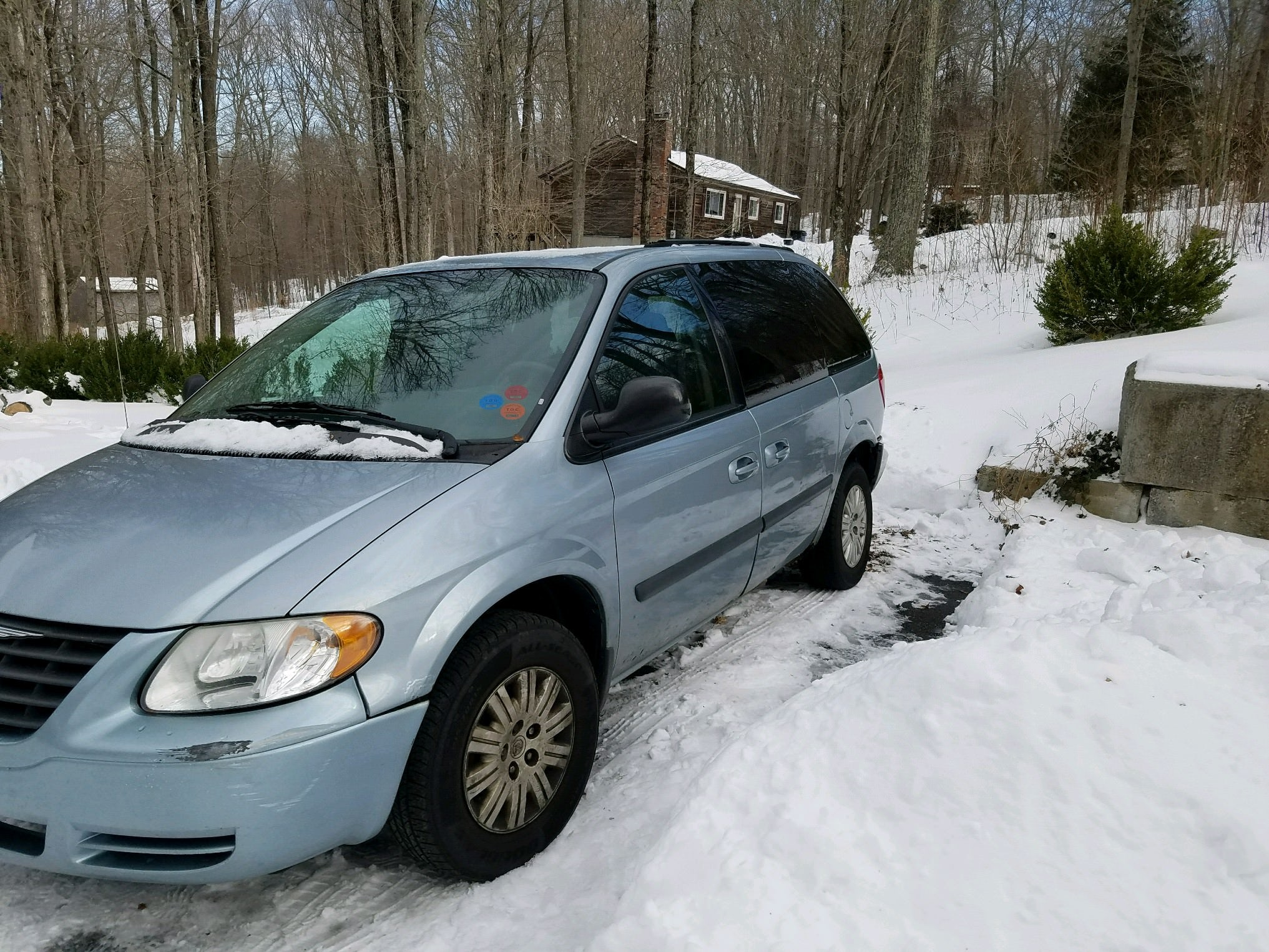 Junk 2005 Chrysler Town & Country in Columbia