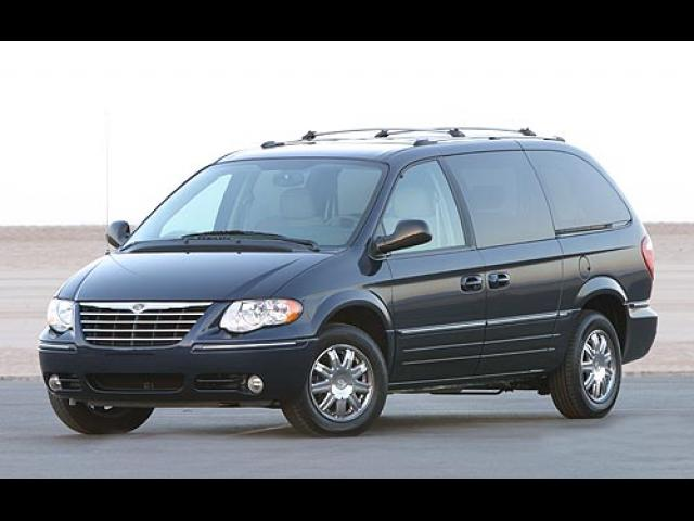 Junk 2005 Chrysler Town & Country in Dearborn Heights