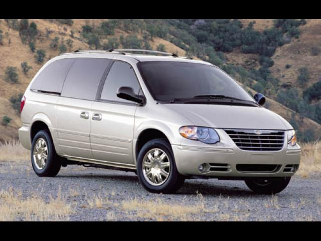 Junk 2005 Chrysler Town & Country in Fresno
