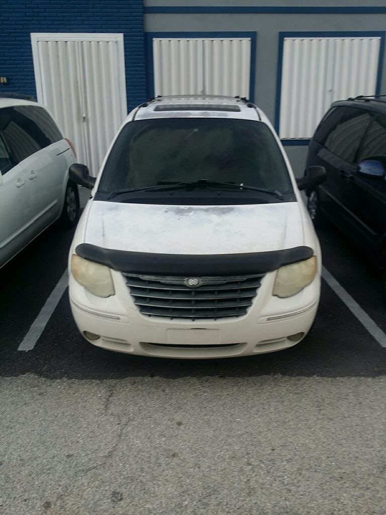 Junk 2005 Chrysler Town & Country in North Palm Beach