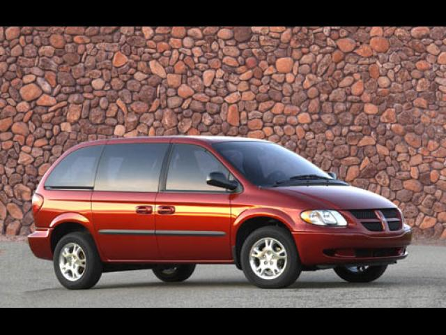 Junk 2005 Dodge Caravan in Chardon