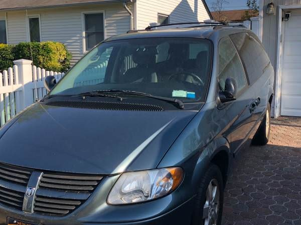 Junk 2005 Dodge Grand Caravan in Bethpage