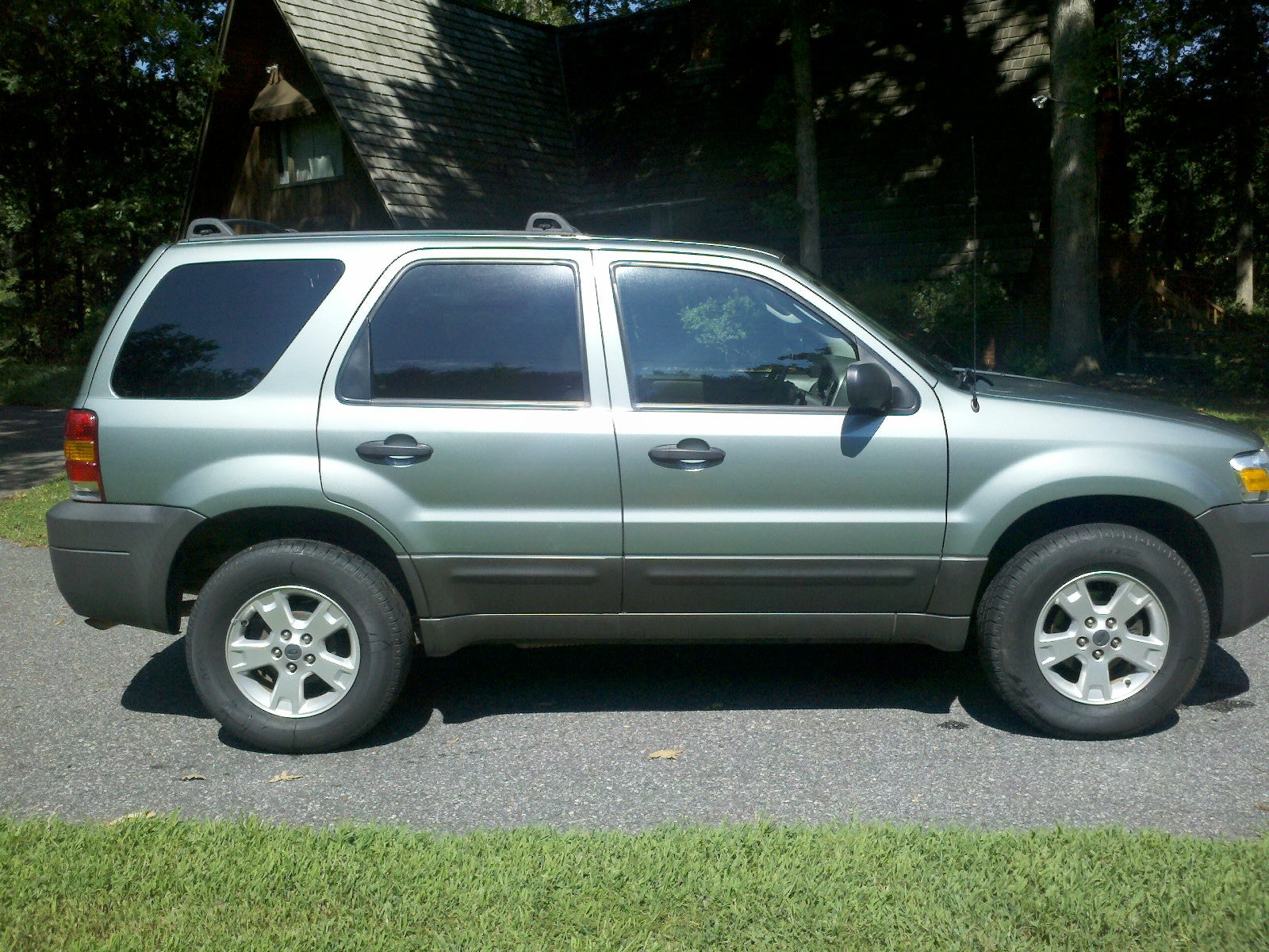 Junk 2005 Ford Escape in Mount Joy