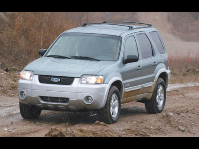 Junk 2005 Ford Escape in Roxbury Crossing