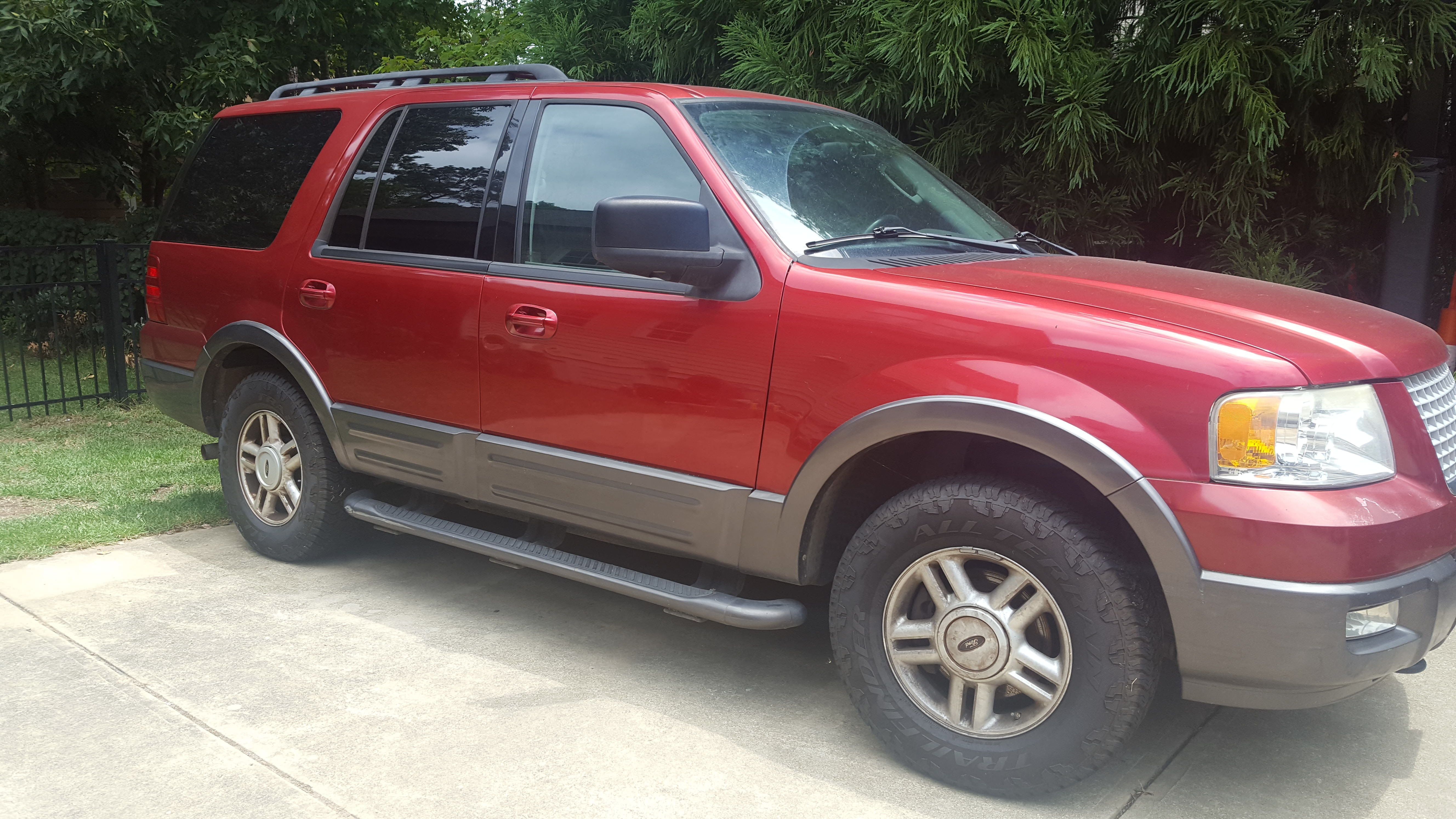 Junk 2005 Ford Expedition in Apex
