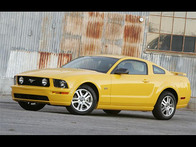 Junk 2005 Ford Mustang in Huntington