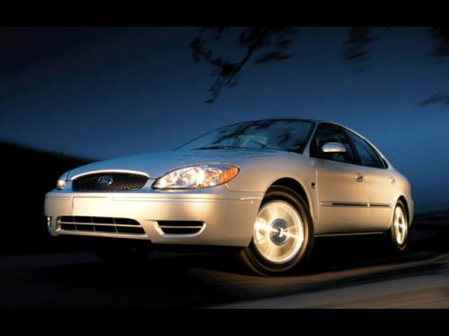 Junk 2005 Ford Taurus in West Valley City