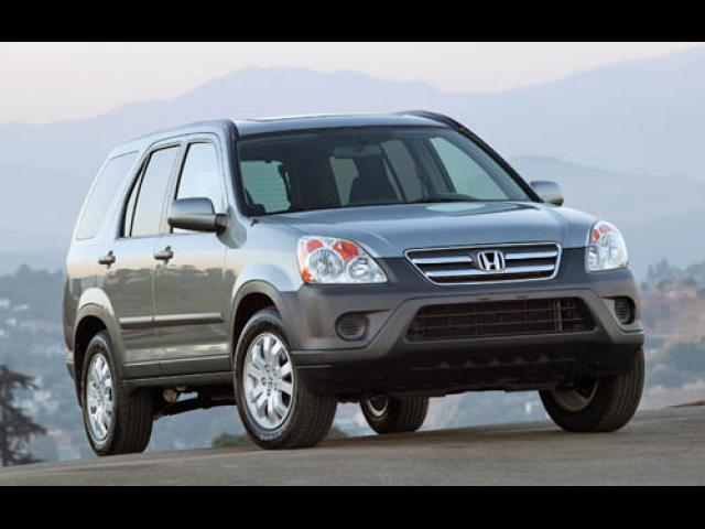 Junk 2005 Honda CR-V in Sutton