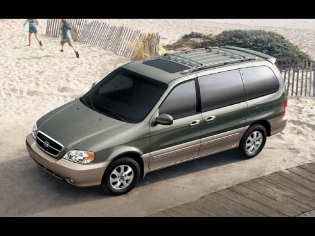 Junk 2005 Kia Sedona in Orange