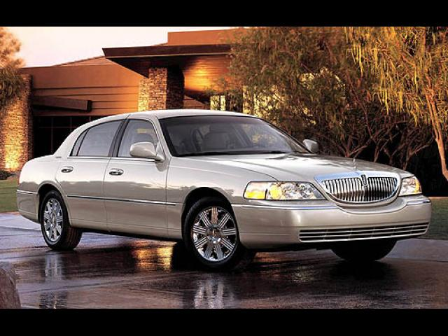 Junk 2005 Lincoln Town Car in Houston