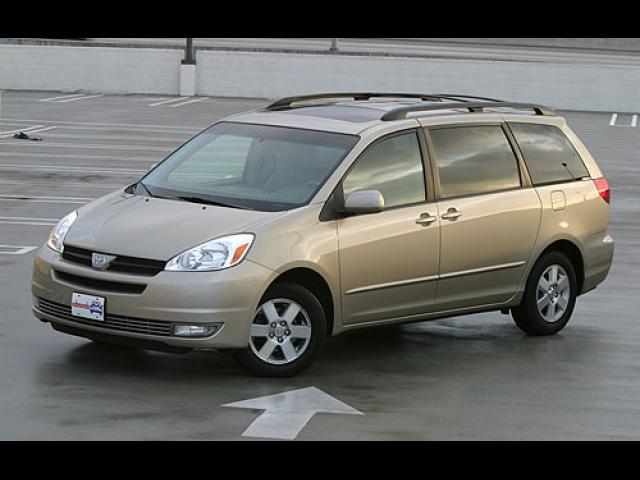 Junk 2005 Toyota Sienna in Walnut