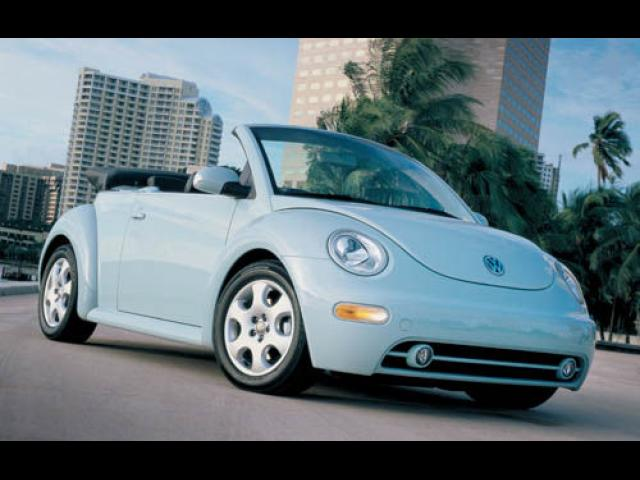 Junk 2005 Volkswagen New Beetle in Houston