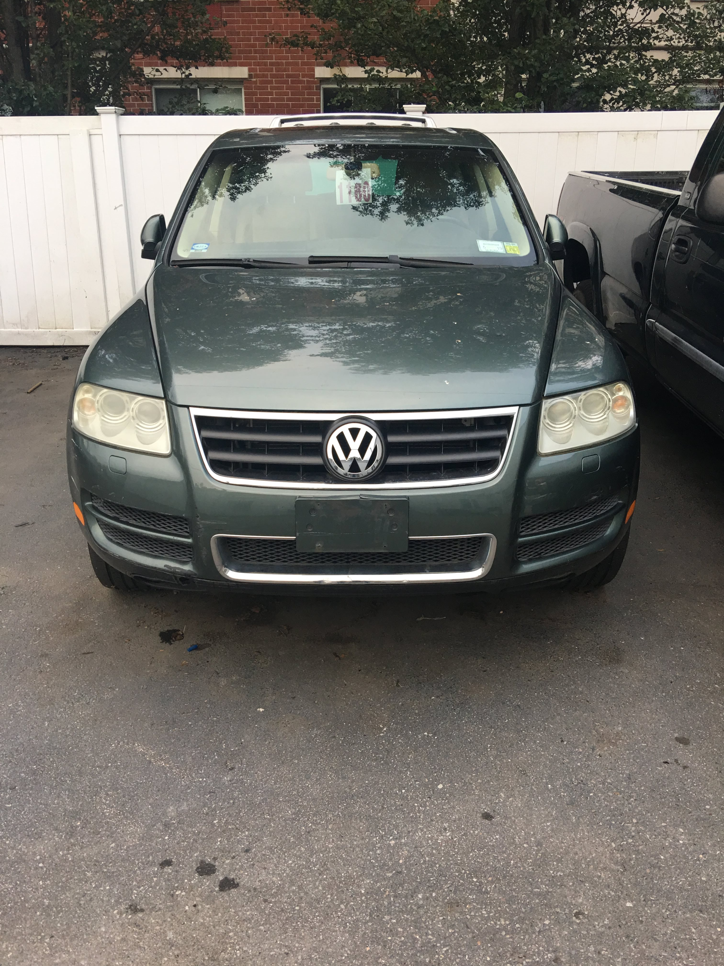 Junk 2005 Volkswagen Touareg in Great Neck