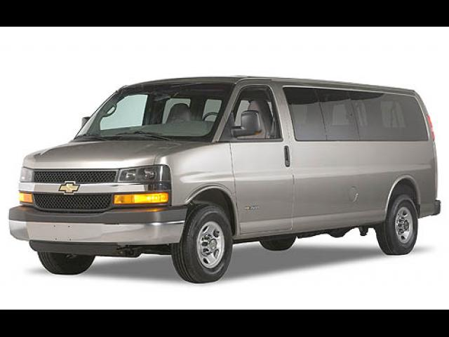 Junk 2006 Chevrolet Express G2500 in Woodhaven